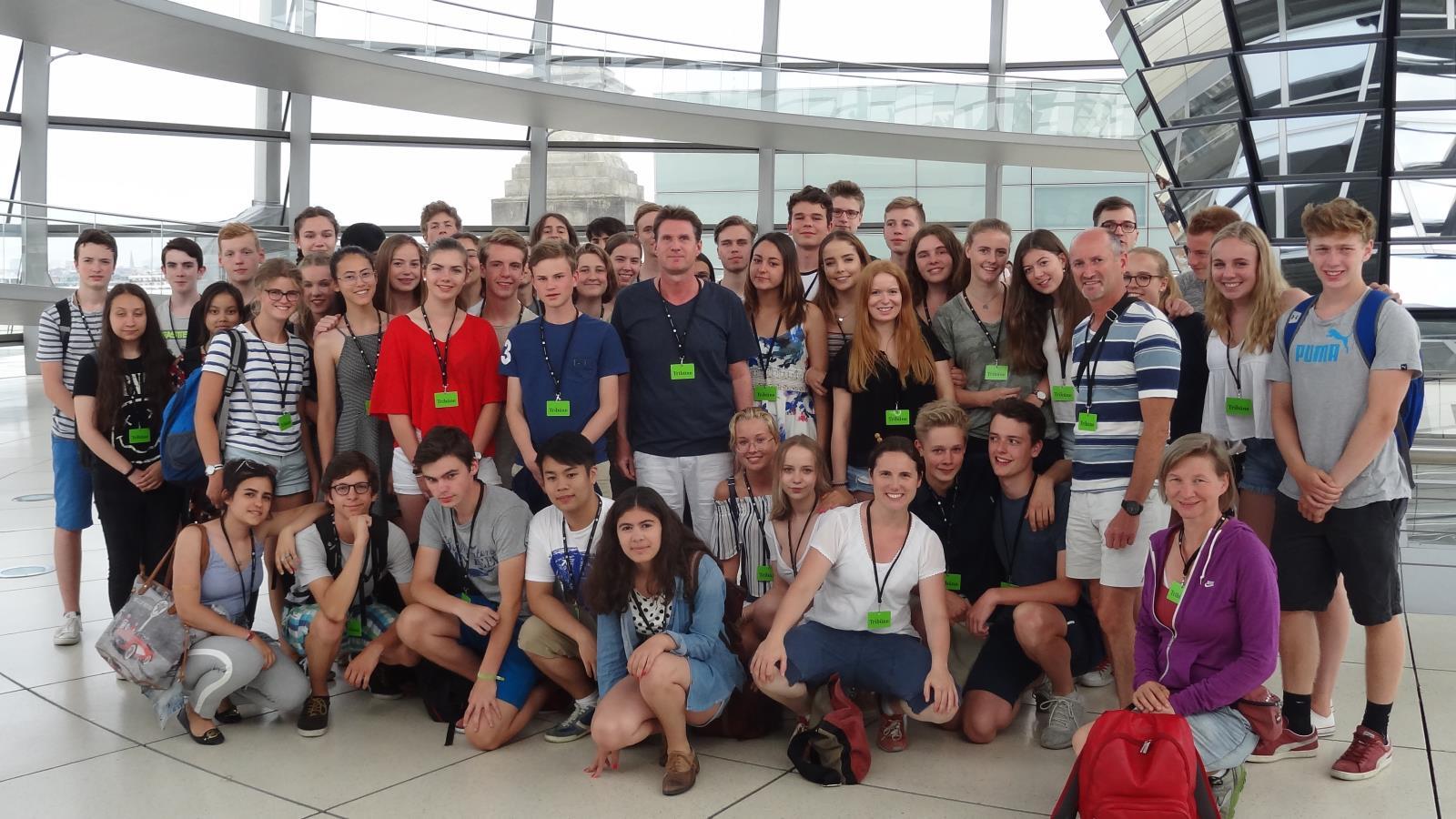 Die Klassen E2a und E2d in der Kuppel des Reichstags
