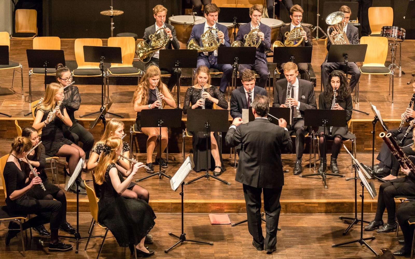 Bläser des Großen Orchesters unter der Leitung von Herrn Stützle