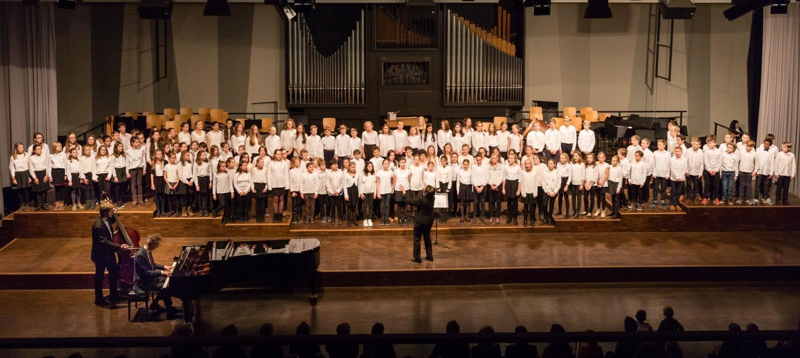 Chor der Klassen 6 und 7 unter der Leitung von Frau Mittenhuber