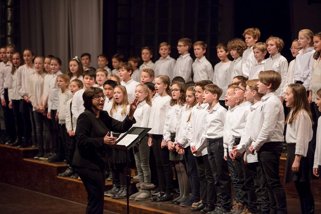 Chor der Sextaner:innen unter der Leitung von Frau Mittenhuber