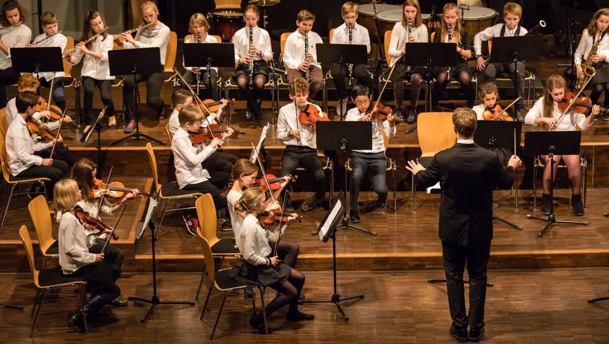 Christoph Willibald Gluck - Priestermarsch (Das Kleine Orchester)