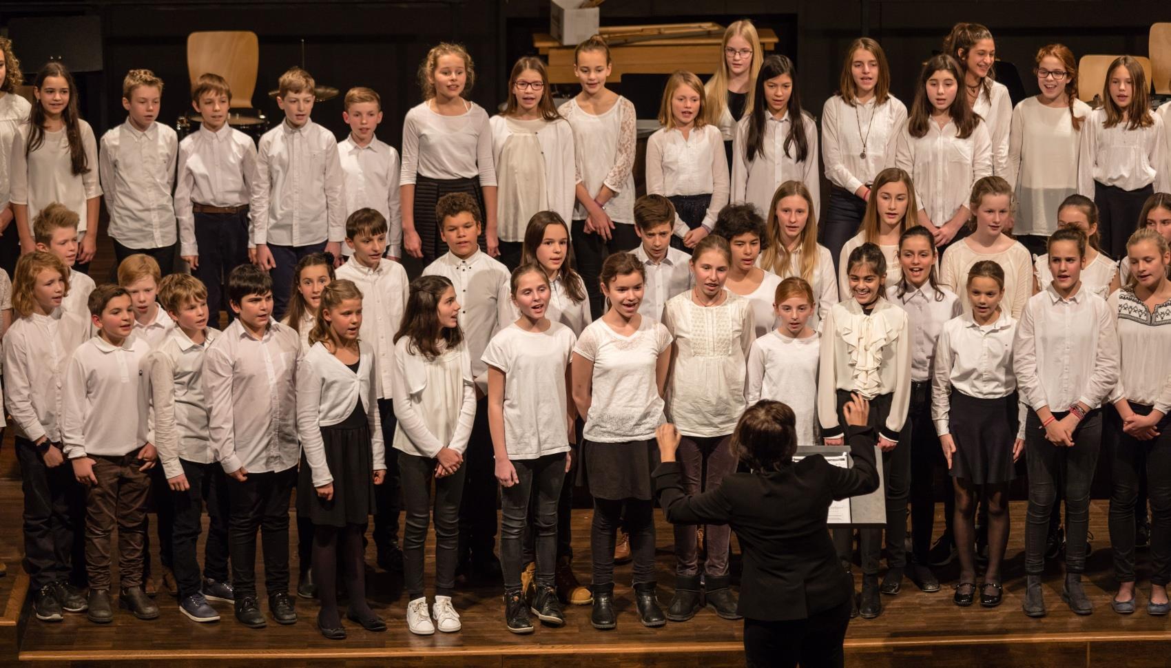 Der Chor der Klassen 6 und 7 unter der Leitung von Frau Mittenhuber