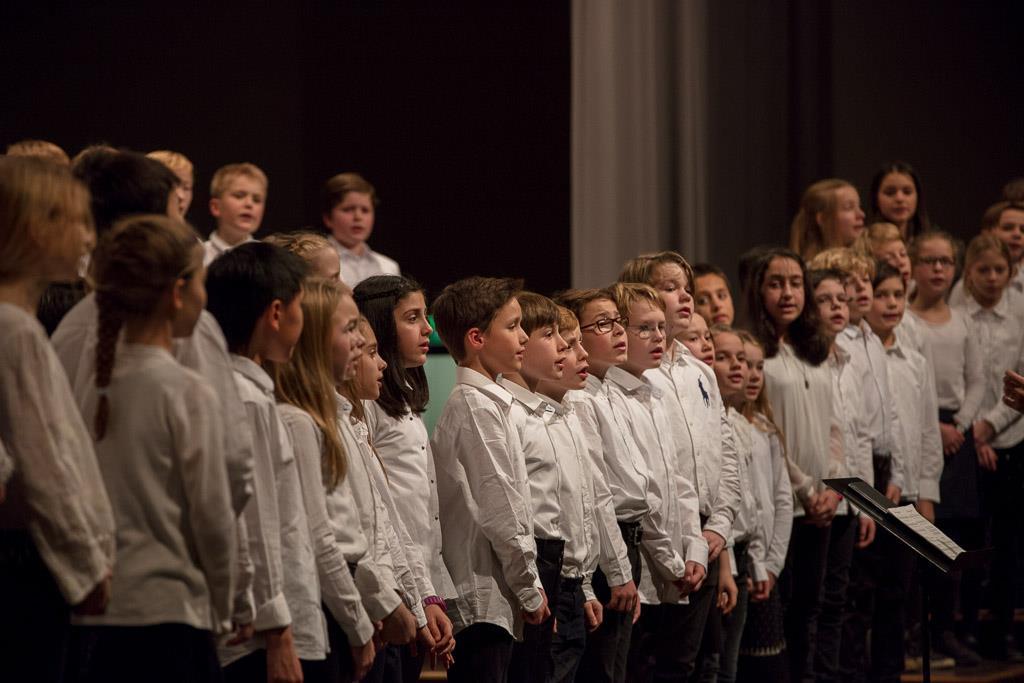 Diverse Lieder - Chor der Klassen 5 unter der Leitung von Frau Mittenhuber