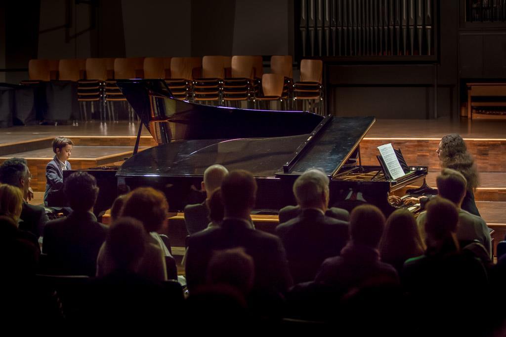 Johann Sebastian Bach - Konzert f-Moll (Emilio Niebler, V, Klavier und Anna Tyshayeva, Klavier)