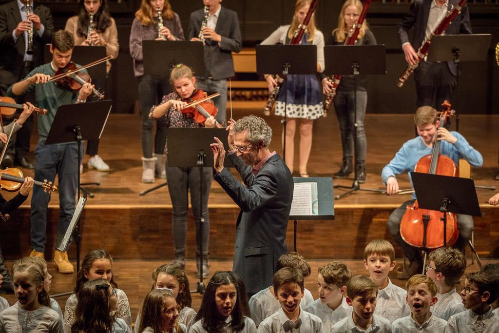 O du fröhliche (Großes Orchester, Chor der Sextaner:innen und Schulgemeinde)