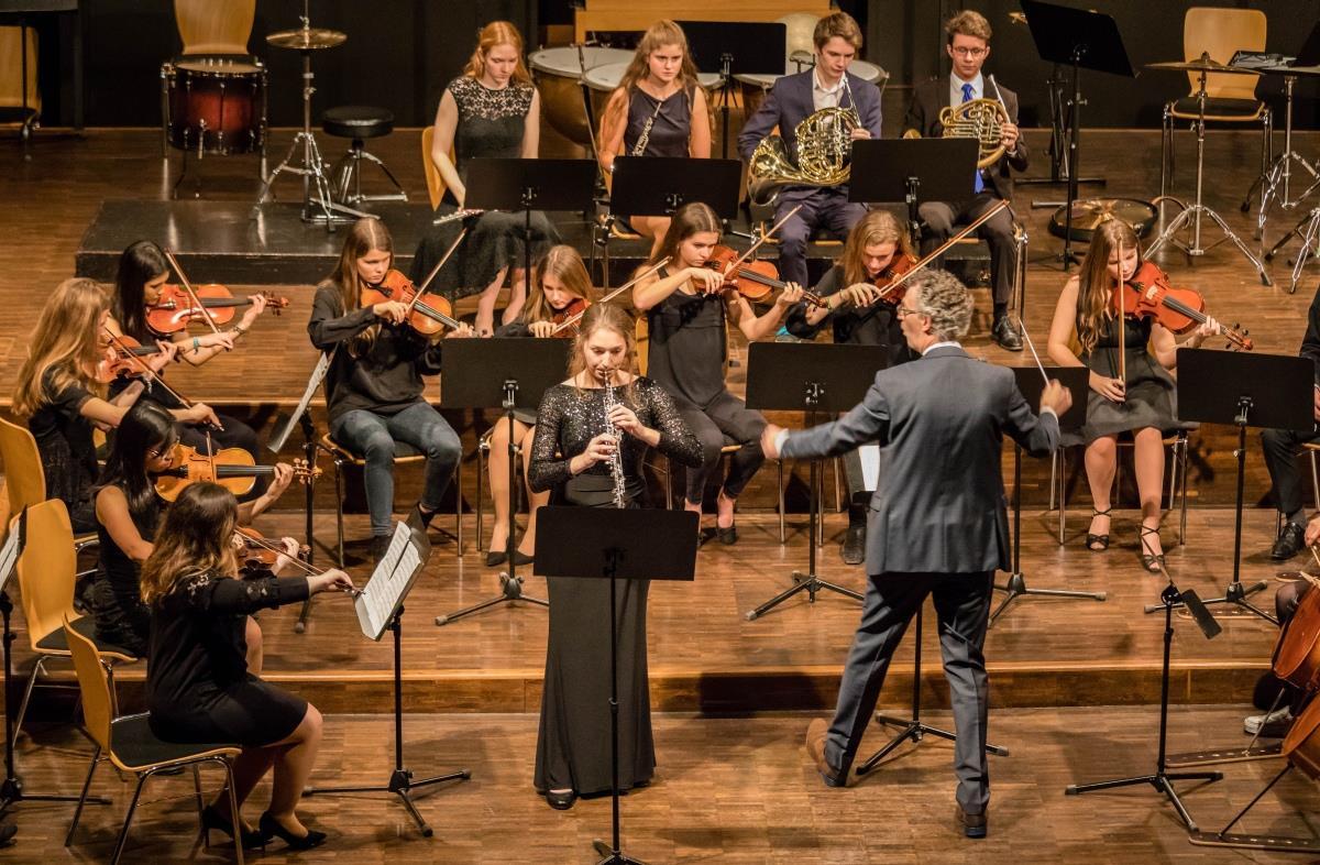 Simona Heußlein OI, Oboe (Solistin des Oboenkonzertes)