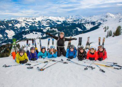 Skigruppe um Lara Fink