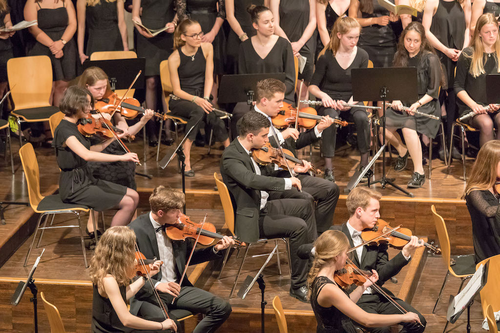 Chor der Klassen 8 bis 12 – Großes Orchester