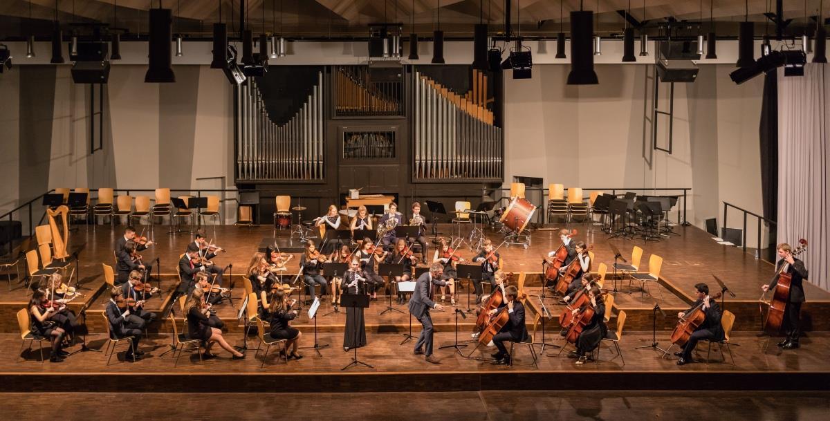 Wolfgang Amadeus Mozart - Konzert in C-Dur für Oboe und Orchester (Dirigent- Pfannmüller)