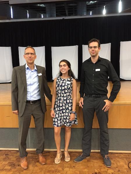 Bundeswettbewerb Latein - Herr Kern (links) und Herr Fischer mit der Preisträgerin Ana Worm Hortelano