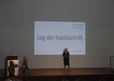Eröffnung durch die ehemalige Kulturdezernentin Wiesbadens Rose-Lore Scholz