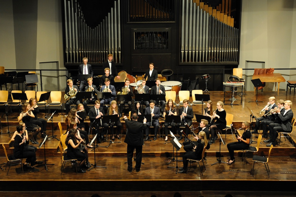 Die Bläser des Großen Orchesters unter der Leitung von Herrn Stützle  Symphonie für Blasinstrumente von Elgar