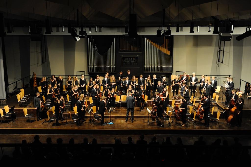 Das Große Orchester unter der Leitung von Herrn Pfannmüller Gopak von Mussorgski; Tanz der Gaukler von Rimski-Korsakow