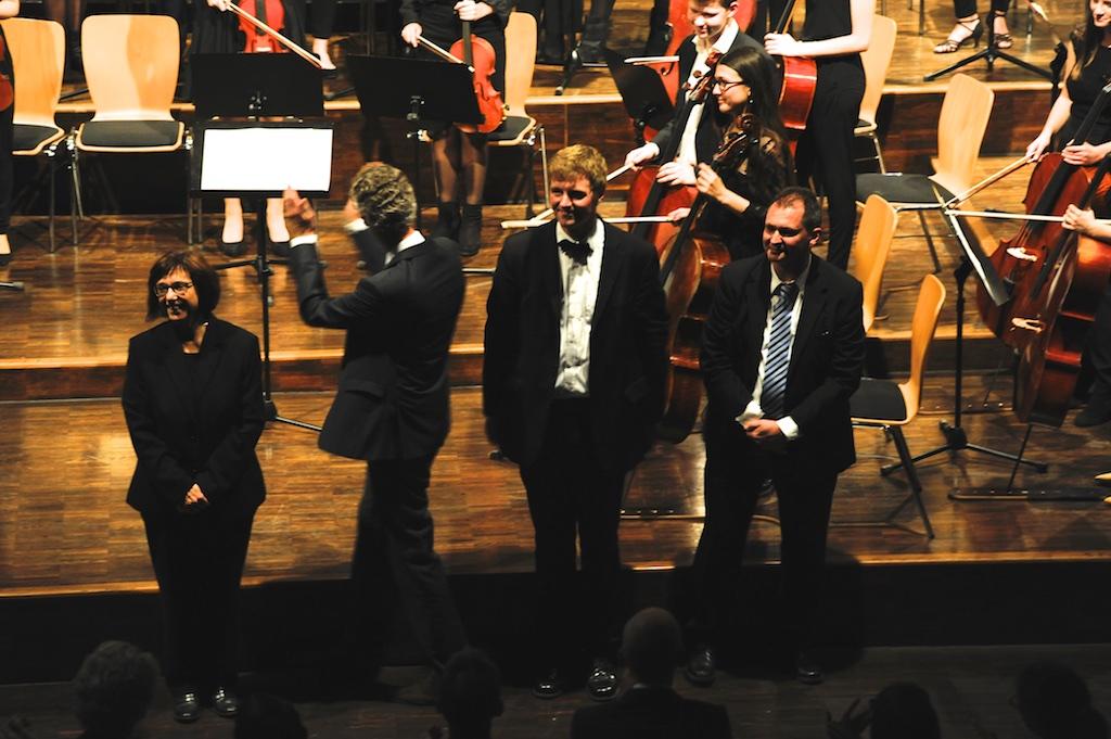 Frau Mittenhuber, Herr Pfannmüller, Herr Stücher und Herr Stützle - ein großes Dankeschön an die Musiklehrer (und Physiker)
