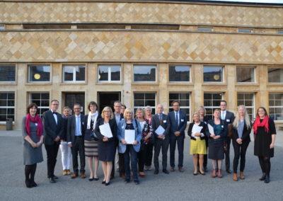 Vertreterinnen und Vertreter der neu ins Programm aufgenommenen Schulen