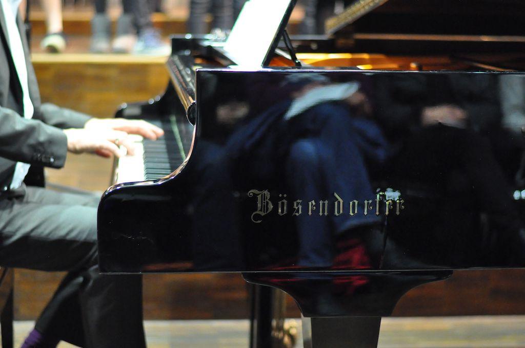 Herr Pfannmüller am Klavier