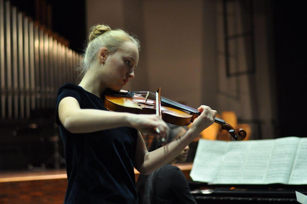Victoria F., Violine und Dai-Chi Y., Klavier- Joachim Raff Cavantina Nr. 3