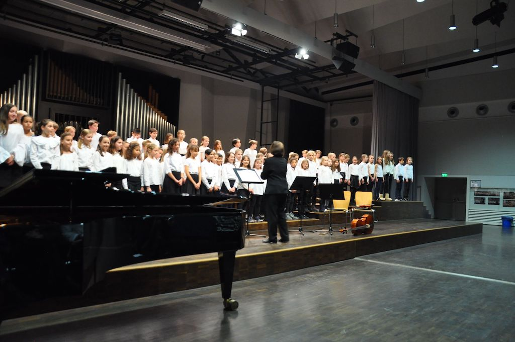 Chor der Klassen 5 unter Leitung von Frau Mittenhuber