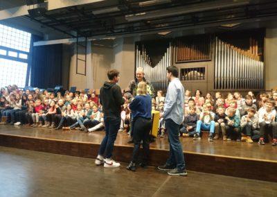 Herr Kaschner mit der SV des Lessing-Gymnasiums (Anton H., Leona A. und Behnia G.)