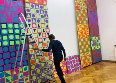 Schule trifft Galerie trifft Schule - Aufbau der Ausstellungstücke