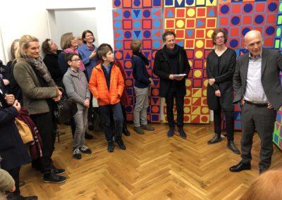 Schule trifft Galerie trifft Schule - der Schulleiter des Lessing-Gymnasiums als einer der vielen beeindruckten Gäste