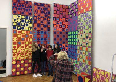 Schule trifft Galerie trifft Schule - stolze Künstlerinnen und Künstler