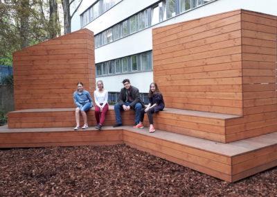 Die Schülerinnen und Schüler der Garten-AG im grünen Klassenzimmer