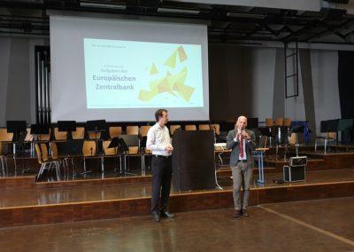 Herr Mieles begrüßt Herrn Bernd Goller am Lessing-Gymnasium