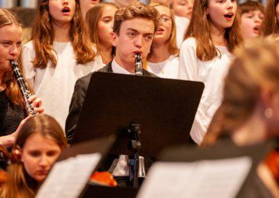 Chor 5-6-7 und das Große Orchester musizieren Griegs Landerkennung