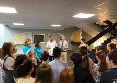 Herr Mieles dankt der Klasse 6b und dem Klassenlehrer Herrn Gabriel für den Einsatz
