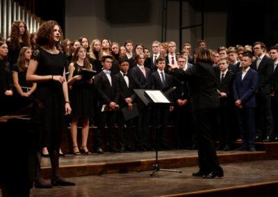 08 Bernadette K als Solistin im Chor der Mittel- und Oberstufe - Instruments of Peace