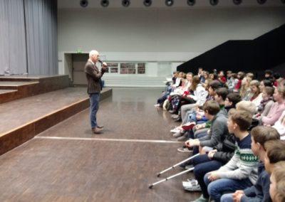 Der Schulleiter, Herr Mieles, wünscht allen Teilnehmerinnen und Teilnehmern viel Erfolg