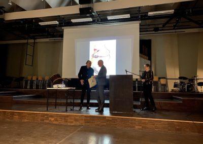 Dankesworte und Geschenkübergabe durch den Schulleiter Bernhard Mieles